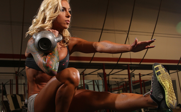 fit mom and WBFF Pro Carissa Johnson performing pistol squats