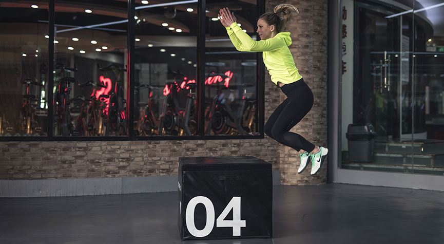 woman in a studio perfomiung box jumps